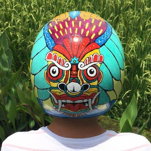 Акрил. Рисунок на шлеме скутера. Балийский дух.